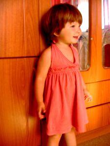 переделки из футболок - летнее платье для девочки