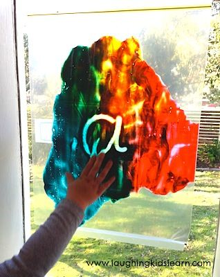mess free painting with kids paint in a sealable plastic bag