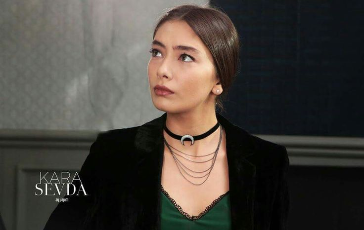 Neslihan Atagül and the late Audrey Hepburn are very much alike physically