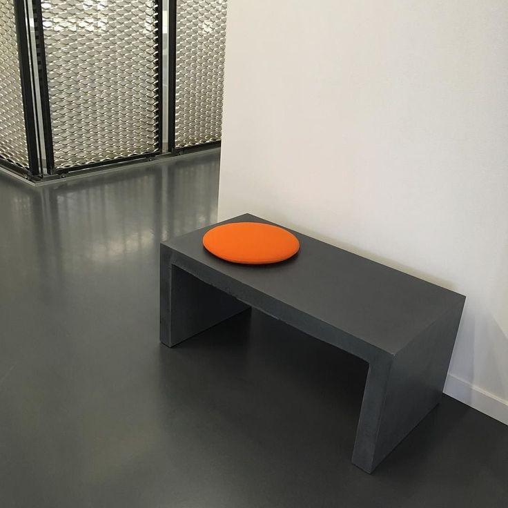 #betongbänk hos #danishform #lenyta #genomfärgad #nofakebetong  #betongmöbler #utemöbler & #kontorsmöbler