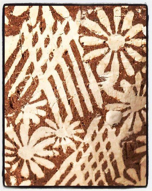 Detail of inlay cup.  I love this process because it continues to surprise me!  ______________________________________________________   #Koreanpotteryinfluence #mishima #sanggam #opasanggamstyle #керамика  #เครื่องเคลือบดินเผา #seramikler  #keraamika #đồgốm #kulolchilik #кераміка #seramik #cerámica #cerámica #clay #inlay #krukmakare #kastruller #pottebakkery #խեցեգործարան #মৃত্শিল্প #hrnčířství #fazekasság
