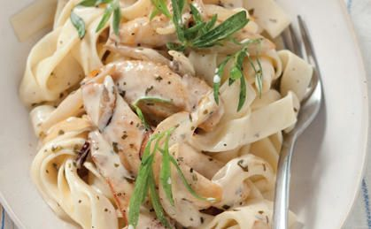 Pasta Parmigiano with Chicken and Italian Herbs. So easy to make using a Chicken #KnorrStockPot!