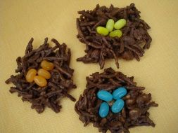 Mini Bird Nests. These are an easy edible spring craft for preschoolers on up! This is a perfect treat for the kids to make for Easter or spring, and would also works great as a party favor