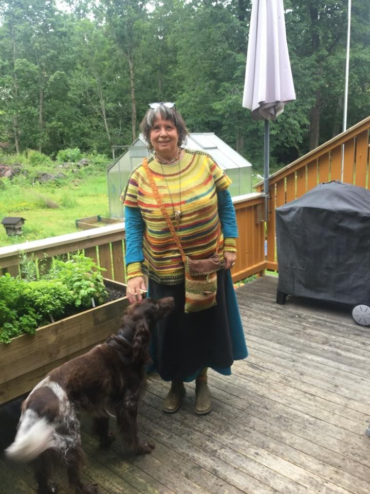 Needlebound / nalbound sweater in poncho style, by Maj Britt Solstad. Top-down approach. Posted 2016-07-01 in [the Danish] Nålebinding group on Facebook. Please see link for original post! This post from 2016-07-01 has 3 photos showing more details: https://www.facebook.com/groups/2349252269/permalink/10154249785212270/