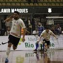 Johnny comemorando o gol do Corinthians (Foto: LNF/Divulgação)  Jogando em casa, o Corinthians empatou com o Intelli por 1 a 1, em válido pela 14ª semana da Liga Nacional de Futsal (LNF), nesta sexta-feira, no Ginásio Poliesportivo Wlamir Marques, em São Paulo (SP).  Com os resultados do dia, a equipe da casa permanece com 18 pontos e cai para a quinta posição. Já os visitantes continuam com oito pontos na 14ª colocação. Como a rodada será encerrada na sexta-feira, os times ainda podem…