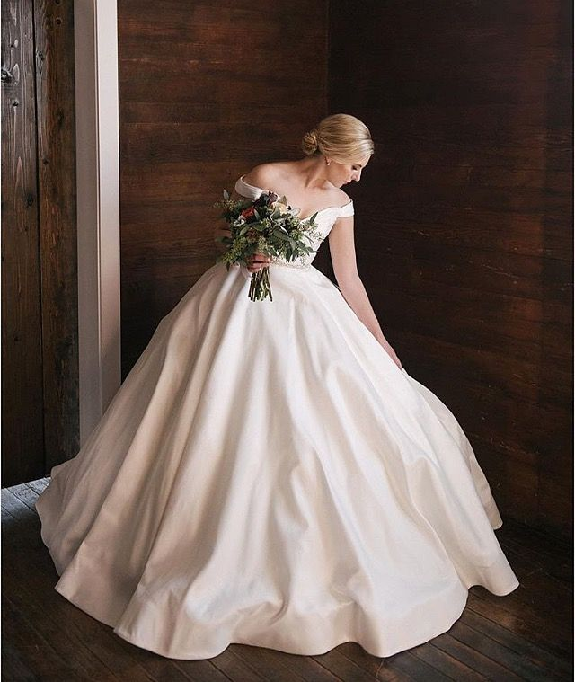 Lauren is breathtaking in the Berkeley gown by Anne Barge. This timeless wedding dress has an off the shoulder neckline and ball gown skirt. Bridal salon: Alta Moda Bridal. Image: Jessica White Photography