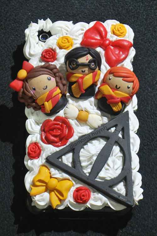 With practice create these Harry Potter characters out of polymer clay.  HP deco-den phone case