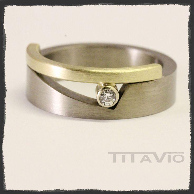 Titanium ring met goud en zirkonia