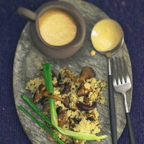 Auch mit dem Pseudo-Getreide Quinoa serviert machen Pilze eine gute Figur. Übrigens, falls ihr sich nicht sicher seid, was die Aussprache angeht: Kinwa, mit einer Betonung auf der ersten Silbe, ist richtig.