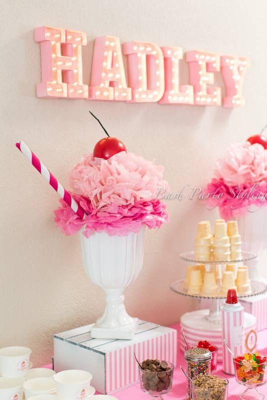 Alternativa para o vaso de flores tradicional na mesa de doces.
