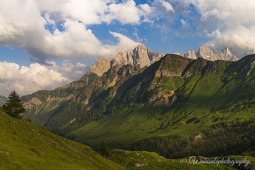 #Passo #Valles. #Dolomiti.  Gustarsi un #tramonto in #montagna mentre il #vento ti accarezza il viso non ha prezzo.