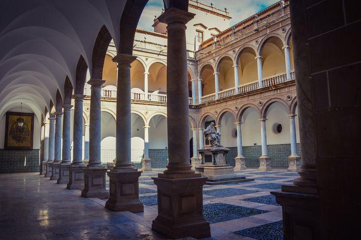 Claustro del Real Colegio Seminario del Patriarca (Valencia - Spain)