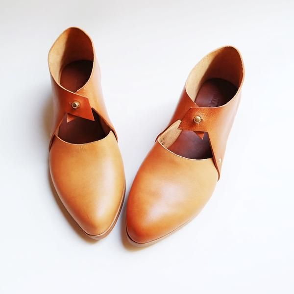 """A modern mary jane made with a mix of undyed and cognac leather.MADE TO ORDER options: Select up to 2 custom leathers, a 2cm(shown) or 3cm heel height. Please indicate your choices in the """"Notes to Seller"""" section of your purchase page. You may also include a link to another listing for a change in leather choice from what is shown here. Note: There are variations in the soles depending on availability. But all shoes have a vegetable tanned true leather sole and come with a rubber layer…"""