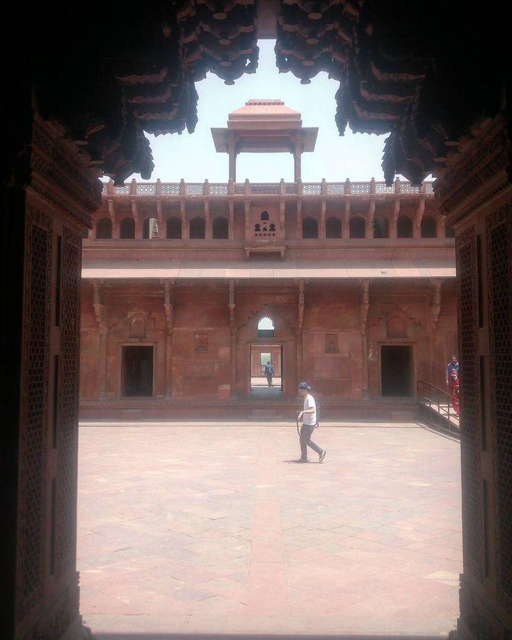 #что_там #what_is_there 214 день в пути Арки форта Агры #индия  #уттар_прадеш #агра #тадж_махал #индуизм #пальма  #храм #рикша #ашрам  #путешествие  #чай  #солнце #путь  #дорога  #sun  #traveling #india #uttar_pradesh #agra #taj_mahal #trip #way  #induism  #mauntains #tample