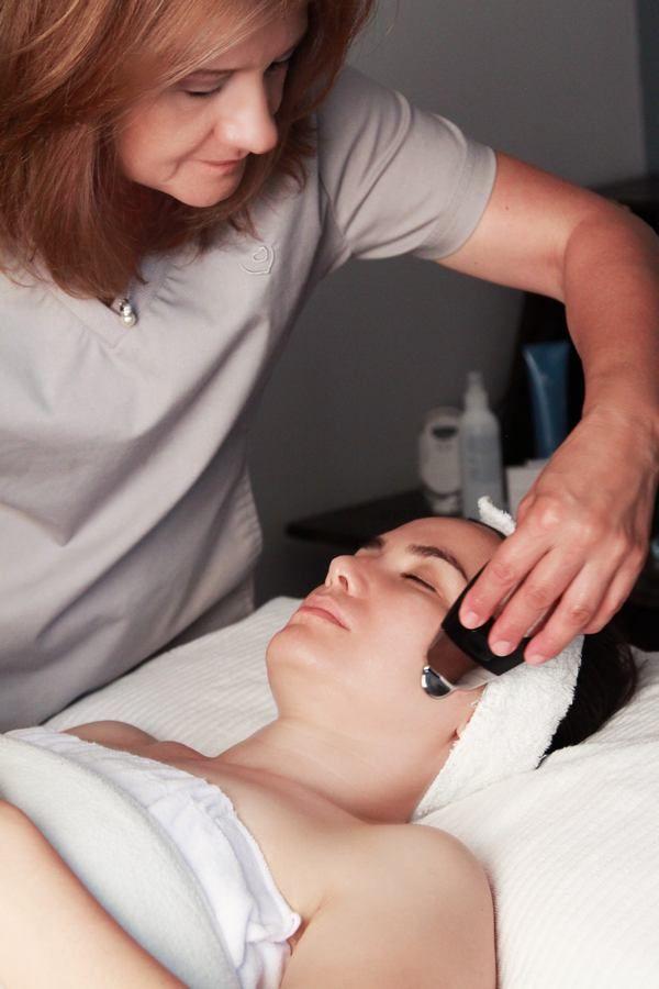 Galvanic Facial Amazing Benefits, Treatment, procedure