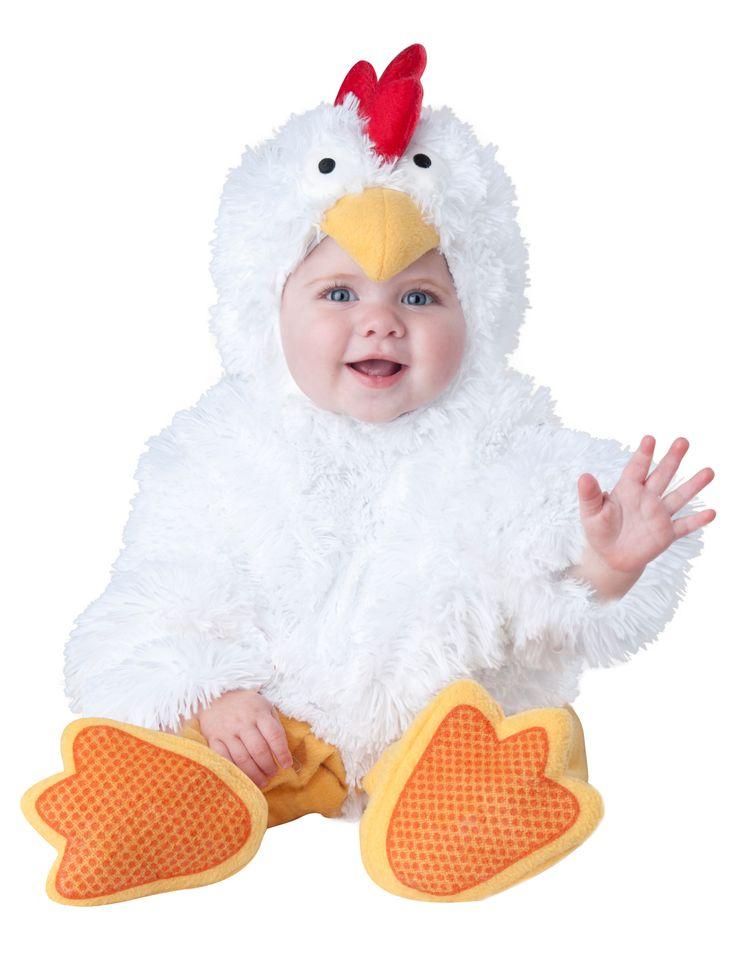 Costume da Galletto per neonato - Lusso: Questo delizioso travestimento da galletto per bebé comprende una tutina, un cappuccio e un paio di babbucce antiscivolo.La tuta è bianca, realizzata in un tessuto morbido di pelliccia...