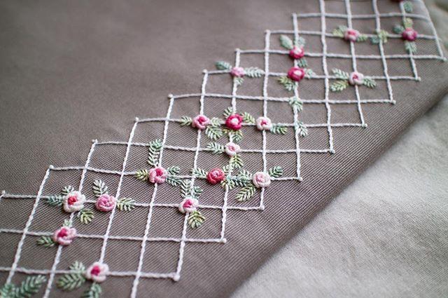 1ヶ月以上かかった力作✊ . お金持ちだったら鎌倉文学館のような洋館を買い取って、バラ棚で囲みたい🌹 . #刺しゅう #刺繍 #embroidery #handembroidery #バッグ #トートバッグ #bag #バラ #薔薇 #rose