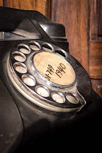 When you wete young and you had a telephone like this in your house, you had an AWESOME childhood!