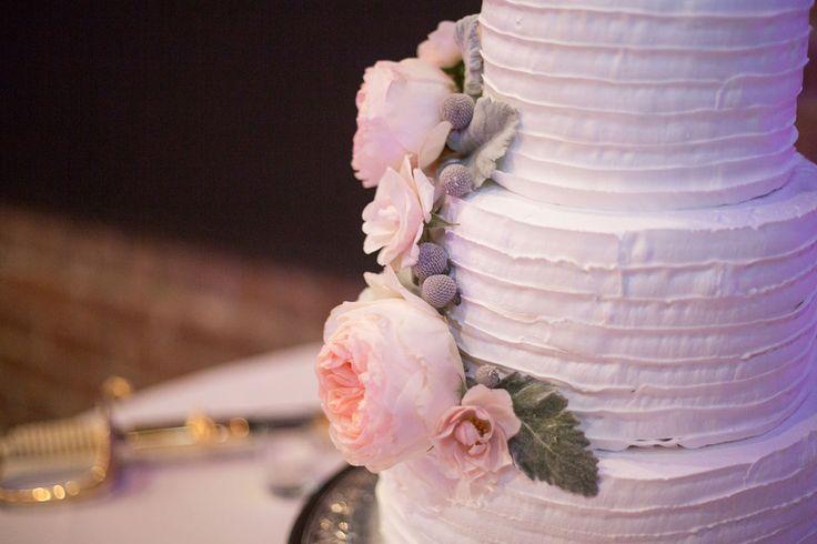 Wedding cake by Savannah Rum Runners Bakery, flowers by A to Zinnias, (c) Greg Ceo, Savannah Wedding Photographer