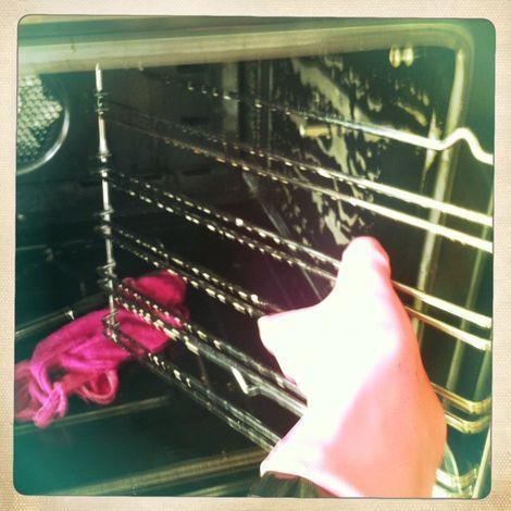 De oven en het fornuis schoonmaken doe je zo - VROUW Schoonmaken | Tips en adviezen van schoonmaakexpert Zamarra Kok [Schoonmaakexpert]