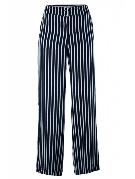 Dames, vinden jullie deze broek ook zo leuk? Dan hebben jullie geluk want hij is nu in de uitverkoop te vinden via Aldoor! #vrouwen #dames #mode #trend #strepen #broek #women #fashion #trousers #culotte #stripes #sale