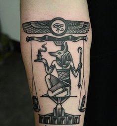 Udyat El ojo de Horus, como también se le conoce, es ideal para hombres y mujeres que gustan de la cultura egipcia y que buscan protección o algún símbolo relacionado con la perseverancia. Se le atribuyen también connotaciones mágicas, terapéuticas, sanadoras y sagradas. Acorde con la tradición, si deseas hacerte un tatuaje de este símbolo, es recomendable que te lo regalen. - See more at: http://culturacolectiva.com/la-espiritualidad-y-sus-simbolismos-en-los-tatuajes/#sthash.DNRKyEfE.dpuf