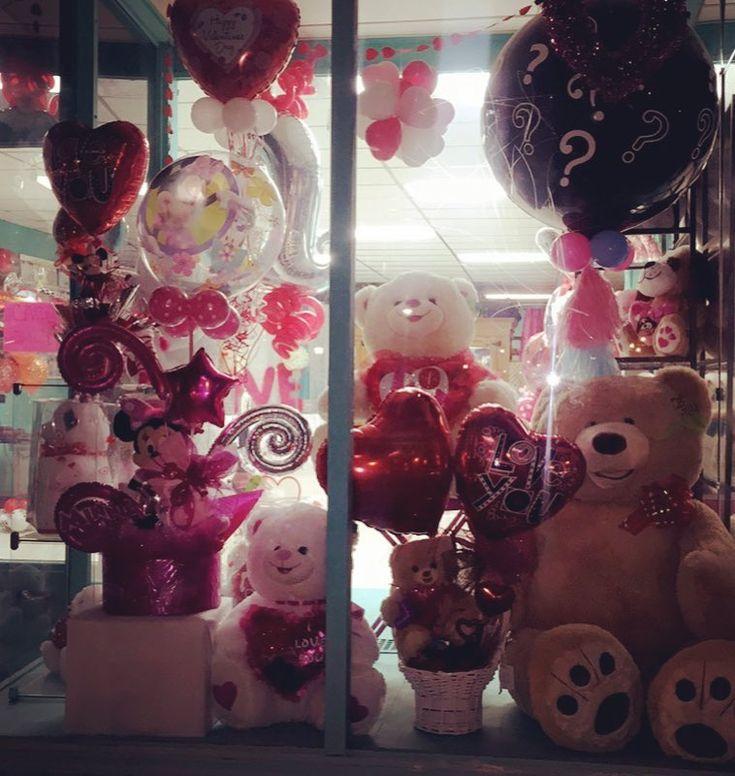 #geeanasboutique #gifts #giftshop #chicago #chicagoballoons #balloonshop #balloonsshop #flowersshop #3511wnorthavechicago #geesballoons #anayelisdecoraciones #deliveryflowers #flowersdelivery #giftbaskets #giftbasket #basketgift #balloonsbouquet #birthdayballoons #anniversarygift