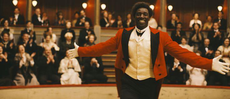 "Isabela Boscov comenta o filme francês ""Chocolate"" de Roschdy Zem, com Omar Sy, James Thierrée, Chlotilde Hesme, Frédéric Pierrot e Noémie Lvovsky"