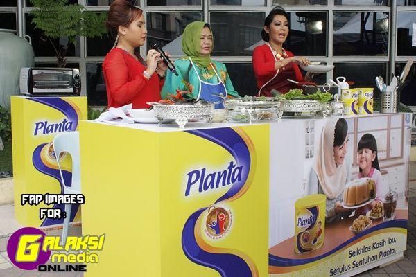'Air Tangan Ibu' merupakan segmen tajaan PLANTA di dalam program terbitan TV3 iaitu Wanita Hari Ini (WHI) yang bakal memaparkan 9 episod kemesraan anak dan ibu mereka atau ibu mertua mereka dalam perkongsian cerita dan resepi istimewa selebriti jemputan. Selain Ifa Raziah dan Anis Nabila, program in