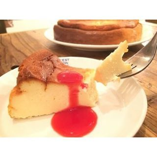"""【Halal desserts in Tokyo】  Do you know a halal restaurant """"Italian Casual Dining Pran Pone""""? Pran Pone serves halal cheese cake. This is so delicious! And the owner is Muslim. So you can eat everything without worrying. ◎Italian Casual Dining Pran Pone ○Tel:03-3991-5944 ○OPEN:Lunch 11:30-14:30(L.O.) Dinner 17:00-22:00(L.O.) ○CLOSE:Monday (if the Monday is the next day of holiday) ○Address:1-9-5 Toyotamaue, Nerima-ku, Tokyo 176-0011 ○Facebook: https://www.facebook.com/pranpone.jp/ ○Halal…"""