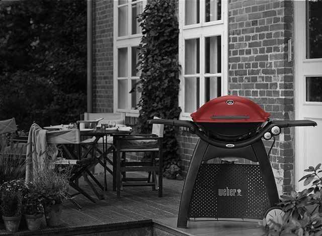 The Family Q3200 has proved to be an absolute winner in Australian backyards. Because of the speed of its cooking, it's easily able to cater for big parties, yet it's extremely economical. When it comes to roasting, we believe this is the pick of the Qs. We know people love them because we are continually surprised by just how many Family Q owners go on to purchase a baby Q for their car, caravan or beach house. #weber #weberbbqausnz #weberbbq #webergrill #weberq #weberlife #weberlove…