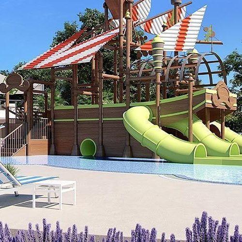 Waterpret gegarandeerd met deze glijbanen! #piratenschip #glijbanen #zwembad #vakantie #vacansoleilmaaktjeblij // Des vacances en camping au bord de cette piscine! #bateaupirate #toboggan #piscine #vacances #lebonheurenpleinair