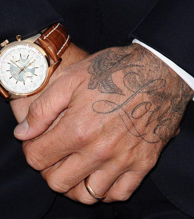 """Sur le tatouage que David Beckham a sur la main est écrit """"Love"""""""