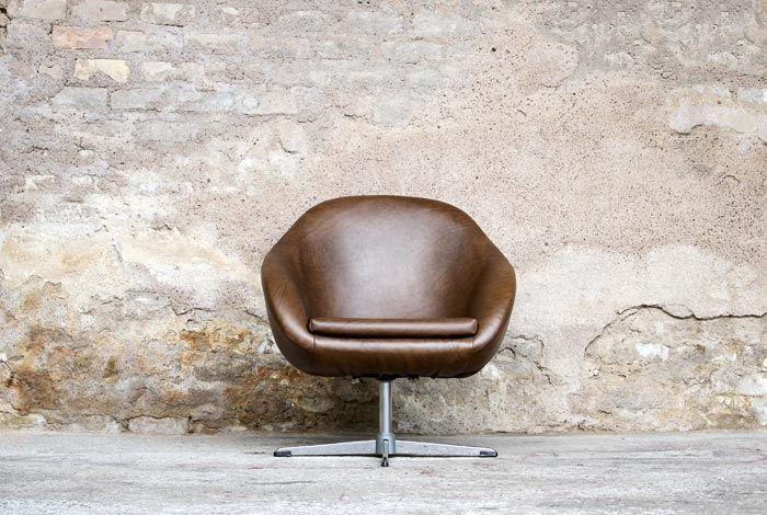 Fauteuil coque vintage années 60 en simili cuir
