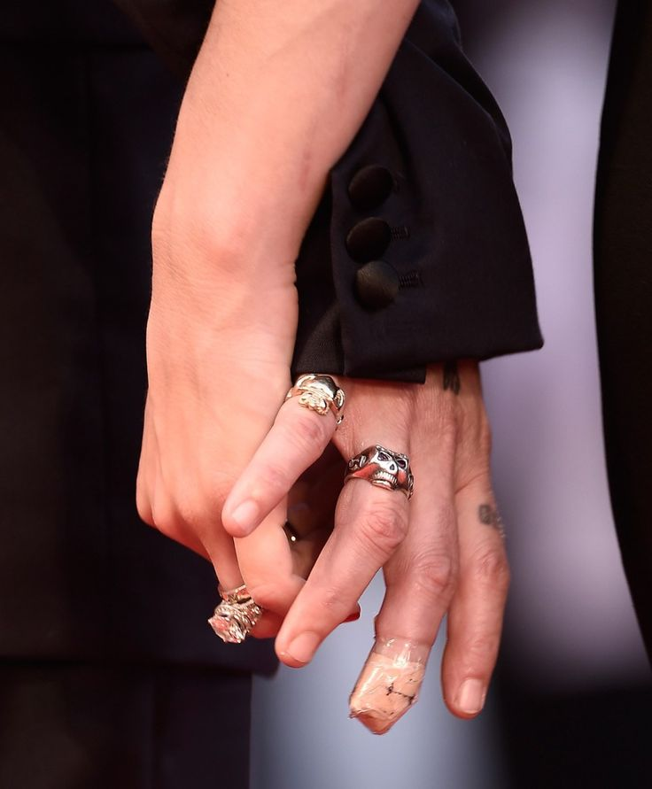 Johnny Depp and Amber Heard show off lots of bling in rare red carpet appearance - CLICK FOR ARTICLE (Ian Gavan/Getty Images)