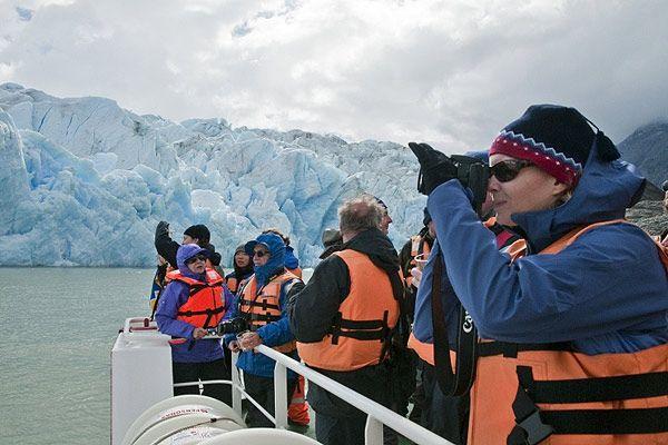 Chile Anota Récord en Número de Turistas Extranjeros 2012 | Diario El Mercurio de Santiago - Enero 14, 2013 (in Spanish)