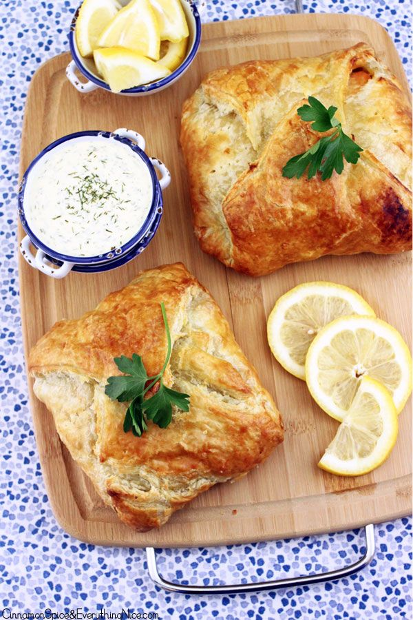 Salmon en Croûte with Lemon Dill Sauce- salmon and asparagus wrapped in puff pastry. Serve with Creamy Lemon Dill Sauce.