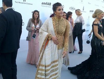 "Aishwarya Rai defines Bollywood: British model Scarlett - British model Scarlett Mellish Wilson, who has done item number ""Imported Kamariya"" in the forthcoming film ""Shanghai"", says she relates the Hindi film industry to Aishwarya Rai."