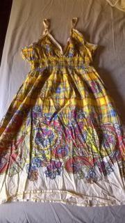 (Αττική) Γυναικεία ρούχα & υποδήματα • Καλοκαιρινά φορέματα από εκκαθάριση: Χαρίζω 10 καλοκαιρινά φορέματα από εκκαθάριση ντουλάπας 1,…