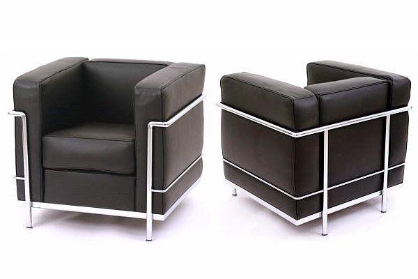 Pour mon premier Post sur le mobilier, il fallait que ce soit le fauteuil LC2 ! C'est mon « choc esthétique », ma première émotion liée au design. Ce grand classique intemporel est depuis 50 ans un succès de la collection i Maestri chez Cassina.
