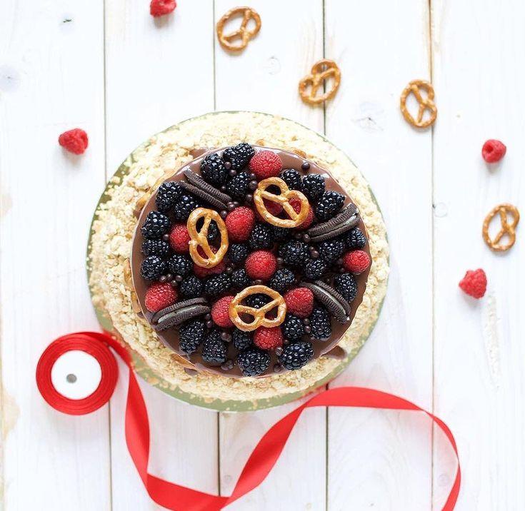 SOUND: http://www.ruspeach.com/en/news/10914/     Ежевика является диетическим, низкокалорийным продуктом богатым на полезные витамины и микроэлементы. Ежевика используется для приготовления варенья, чая, ликеров, мармелада, компота, начинки для пирогов.    Blackberry is a dietary, low-calorie product ric