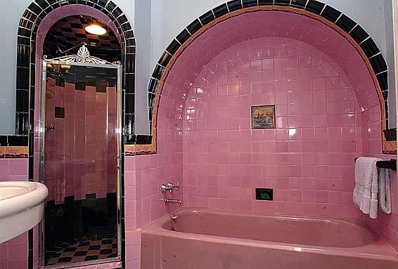 What a cute bathroom.  Very 1940s/50s. My friend had a similar one in a row house in Philadelphia, Not pink though. I'd like it in blues and greens.