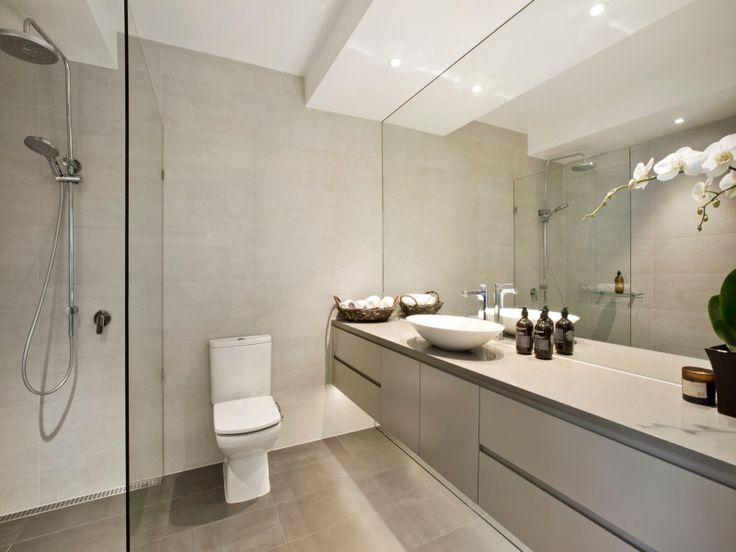 Construction & Interiors / Richmond / Full height mirror / walk in shower