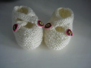 voor een lief, pasgeboren kindje maakte mama lieveheersbeestje deze slofjes.