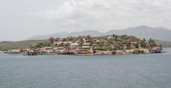 La reanimación del transporte marítimo y la recuperación del fondo habitacional, devastado por el huracán Sandy, se muestran en el singular paraje de Santiago de Cuba, una ciudad que cumple 500 años y rememora las acciones del 26 de julio