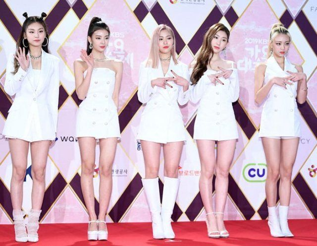 Today S Photo December 28 2019 2 In 2020 Itzy Kpop Girls Korean Entertainment News