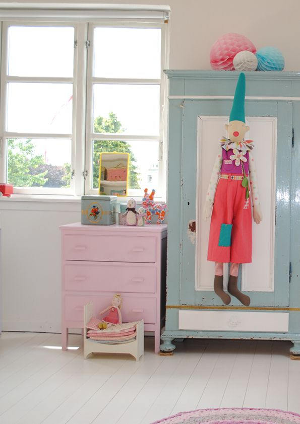 Colourful Kids Room with retro look in