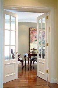 Porte française double, surmoulurée et personnalisée, verre biseauté clair.