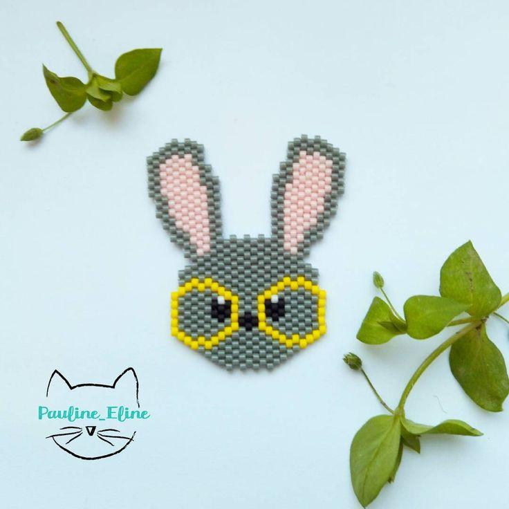 Je vous présente Norman le lapin à lunettes ! Je ne sais pas pourquoi, mais je l'aime tout particulièrement ce Norman, je vais d'ailleurs le monter en collier, j'ai vraiment envie de le porter ! Et vous, vous en pensez quoi de ce petit lapin?  #jenfiledesperlesetjassume #miyukibeads #miyuki #lapin #bunny #rabbit #lunettes #glasses #brickstitch #motifpauline_eline #perle #perlesaddict