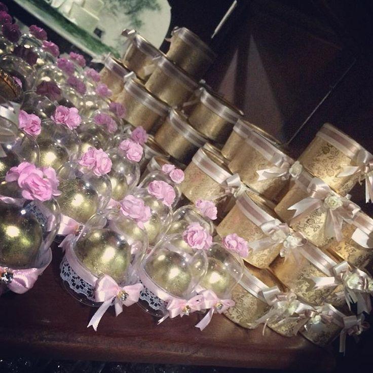 Mini cúpulas e caixinhas para comemorar ls 15 aninhos de @elizabethborgess. Mais uma vez parabéns Linda. 💟🎀 #tufas #minicupulas #caixinhaspersonalizadas #feitoamao #15anos #mimosdemalu #dofdsainda